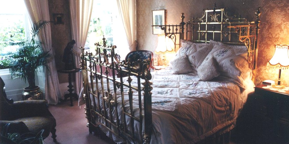 The flower house bed and breakfast glasgow for Beds glasgow